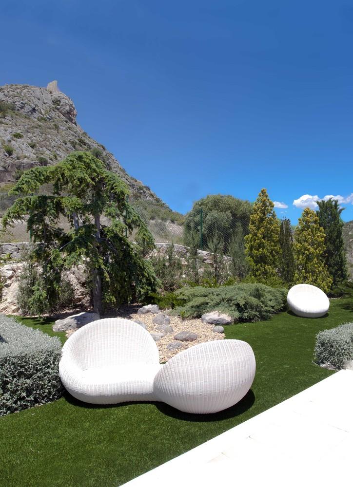 """8 16 - """"La perla del Mediterráneo"""": Diseño blanco sobre el mar en Morro de Toix, Altea (Costa Blanca)"""