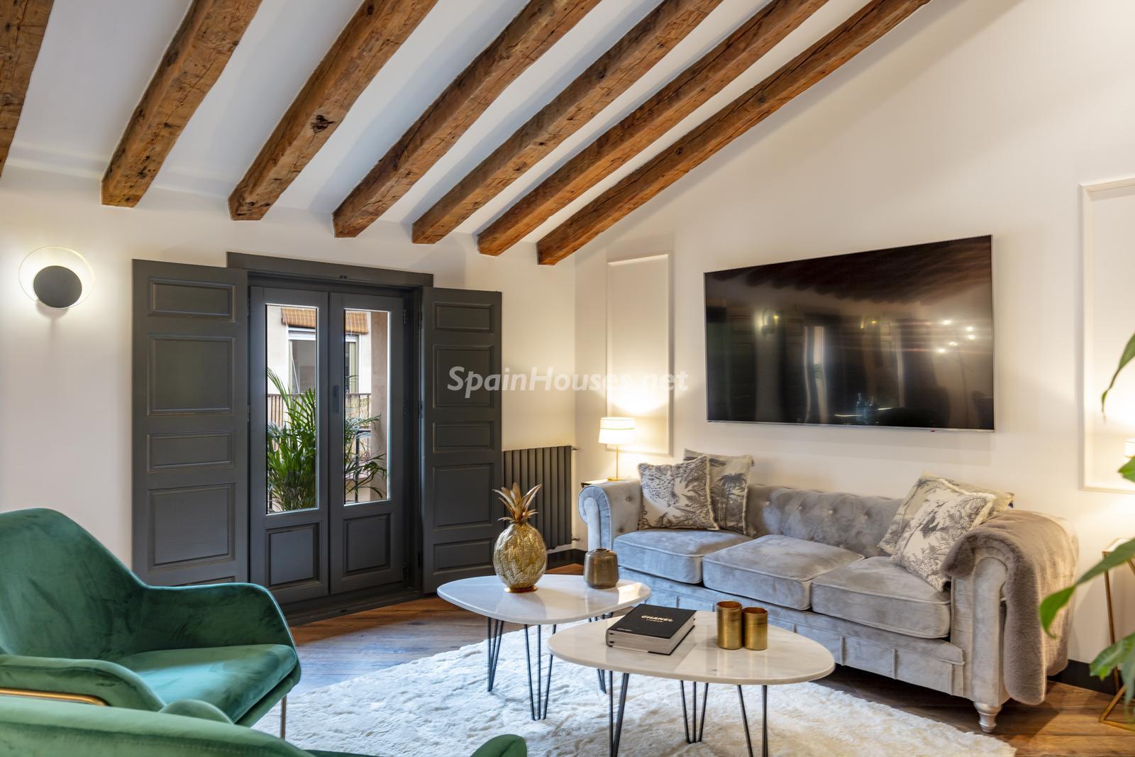 80012096 3159558 foto124728631 - Inspiración urbana y gran valor arquitectonico en este espectacular ático en Madrid