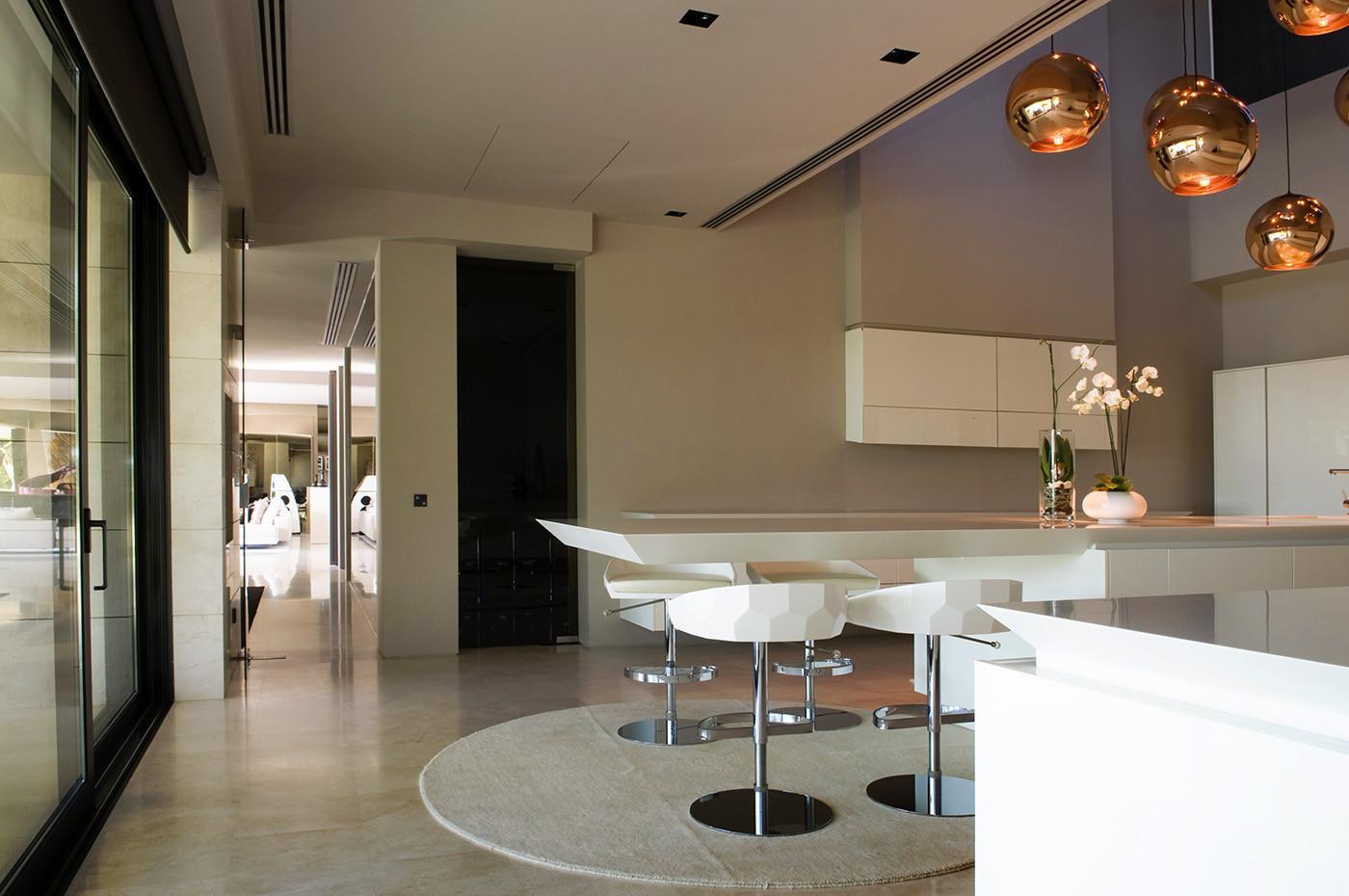 824 - Espectacular, imponente y lujosa casa de diseño en Puerto Banús (Marbella, Costa del Sol)