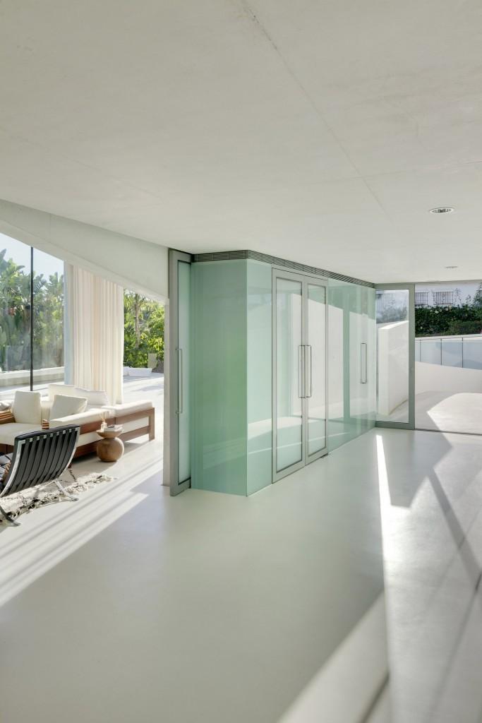 89 - Genial casa en Marbella y una espectacular piscina transparente en el techo para disfrutar