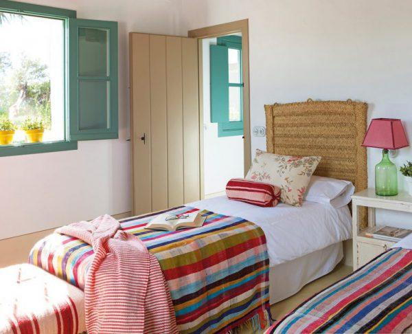 9 5 768x622 1 600x486 - Toque de encanto y color en Carmona (Sevilla): una casa entre olivos