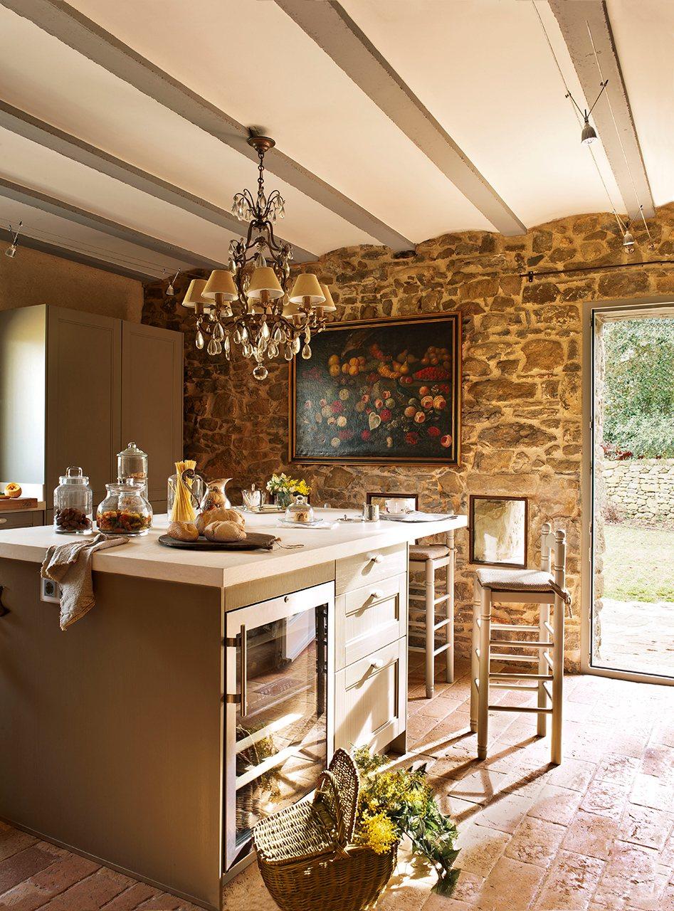 922 - Masía del s. XVI reconvertida en espectacular casa rural en La Garrotxa, Girona
