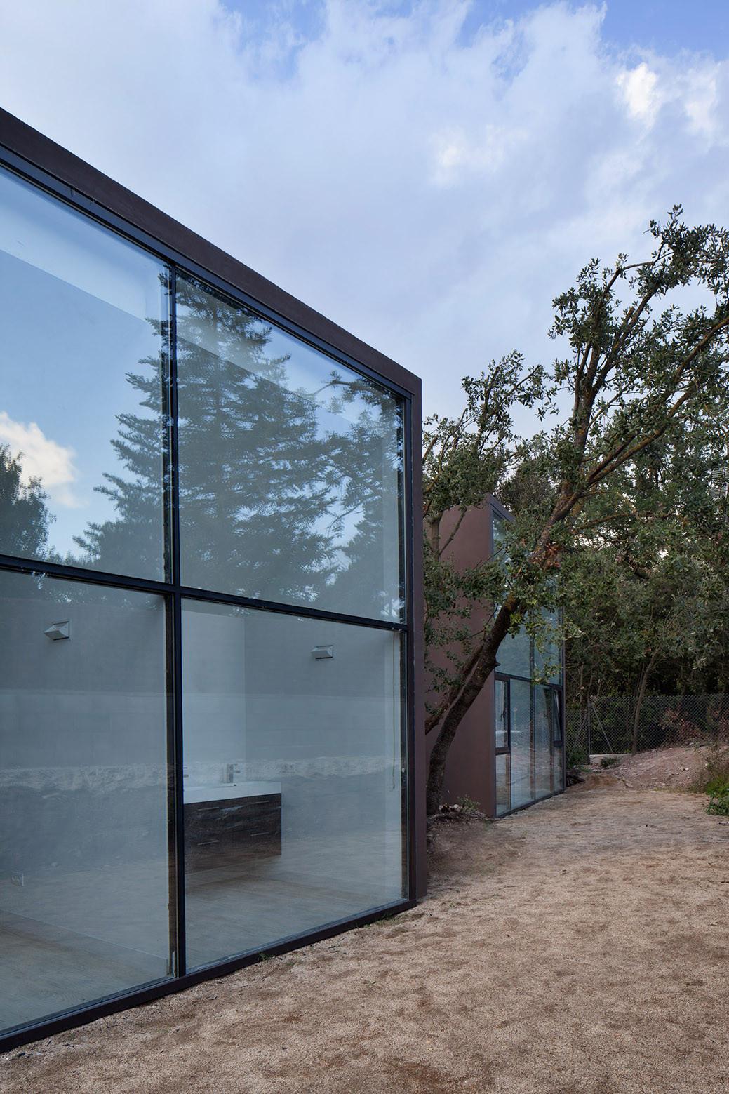 933 - Diseño tentacular y luminoso ambiente minimalista en Castellcir, Barcelona