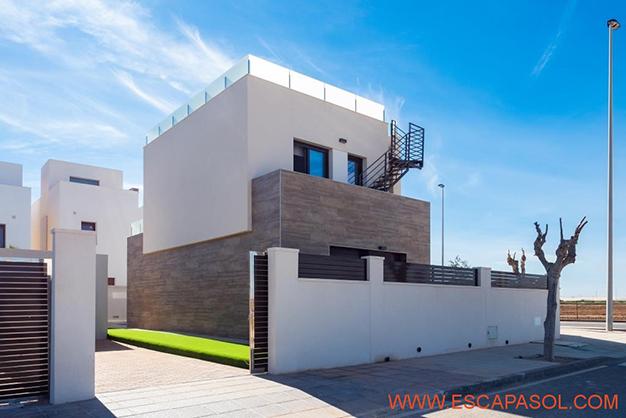 APARCAMIENTO ALICANTE - Esta villa con piscina en Alicante a estrenar te espera para comenzar una nueva vida