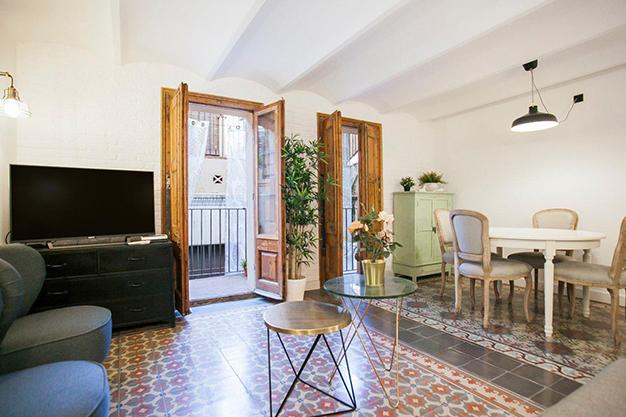 Apartamento con terraza en Barcelona modernidad en un barrio de arquitectura majestuosa - Apartamento con terraza en Barcelona: modernidad en un barrio de arquitectura majestuosa