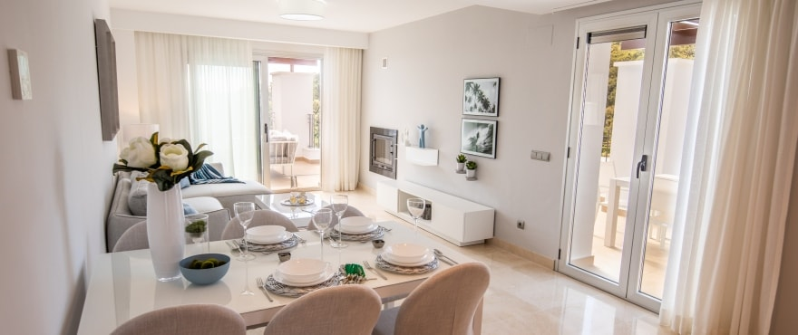 B1 La FLoresta Sur Livingroom Mz 2019 - Últimos apartamentos y áticos con vistas al mar en Elviria - Marbella. Ahora listos para vivir