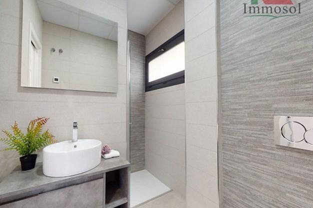 BANO 1 BENDIORM - La casa perfecta es esta villa de lujo en Benidorm con piscina, jardín, solarium y mucho más