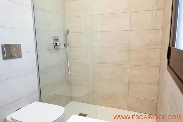 BANO 2 ALICANTE 1 - Esta villa con piscina en Alicante a estrenar te espera para comenzar una nueva vida