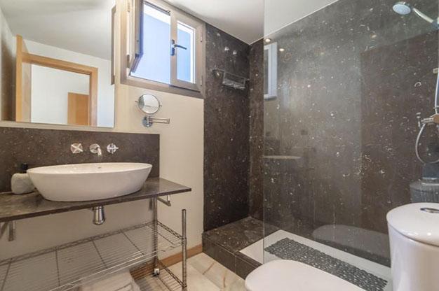 BANO 2 IBIZA - No te podrás resistir a este apartamento en venta en Ibiza: bien situado y con terraza y piscina