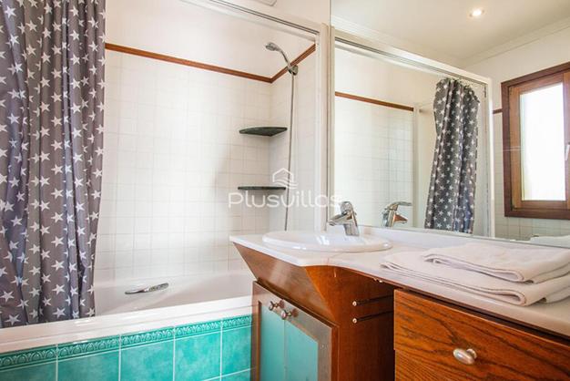 BANO CALPE - Encuentra tu nuevo hogar en este chalet de lujo en Alicante