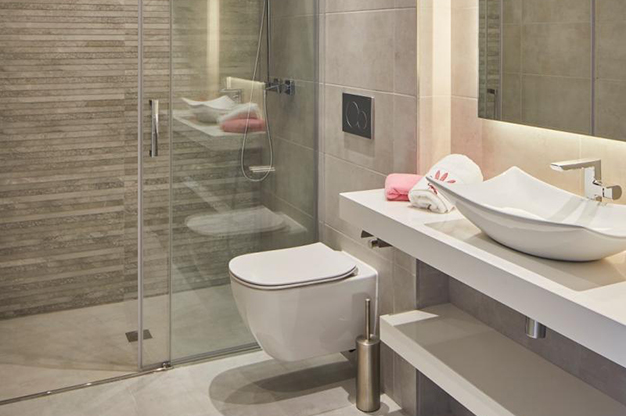 BANO IBIZA 1 - Si buscas vistas al mar, este apartamento de lujo en Ibiza te va a encantar