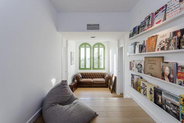 BIBLIOTECA 600x400 - Acogedora casa en lo más alto de las montañas de Barcelona