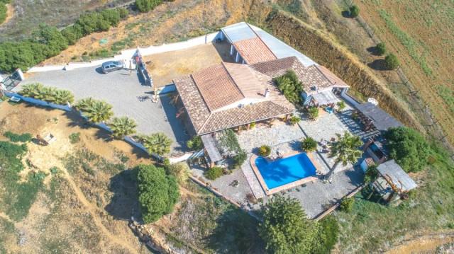BOEAEP2480 67134 640 V1 B872 - Naturaleza y mundo ecuestre fusionados en una preciosa finca en Álora (Málaga)