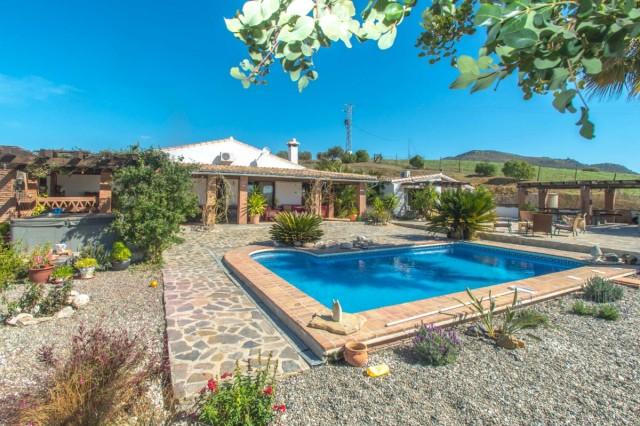 BOEAEP2480 67162 640 V1 6D55 - Naturaleza y mundo ecuestre fusionados en una preciosa finca en Álora (Málaga)