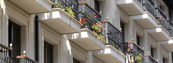 Balcones de viviendas en España - España registrará este año la mayor caída del precio de la vivienda de Europa
