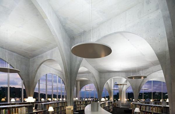 Biblioteca en la Universidad de Tama