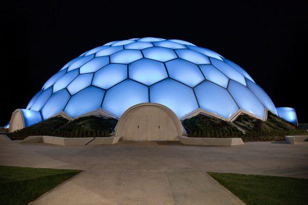 Cúpula del mileno Valladolid. 1 de abril 600x400 - Los edificios más emblemáticos de España se tiñen de azul en el Día Mundial del Autismo