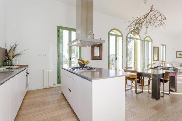 COCINA 600x400 - Acogedora casa en lo más alto de las montañas de Barcelona