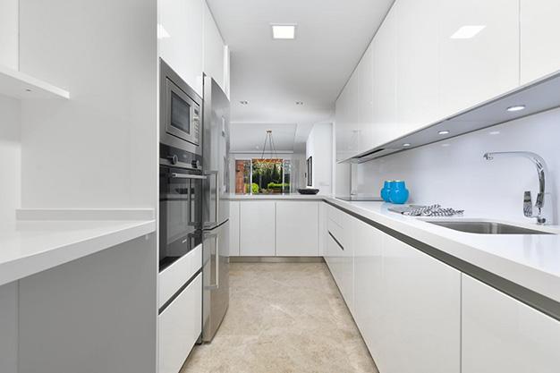 COCINA MARBELLA 1 - Este apartamento en venta en Marbella es el hogar perfecto para vivir en un entorno natural único y ser feliz