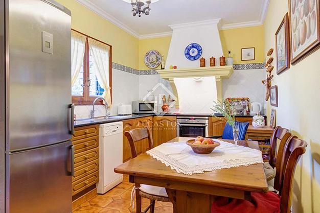 COCINA MENORCA - Vivir en el paraíso es posible con esta casa de lujo en Menorca