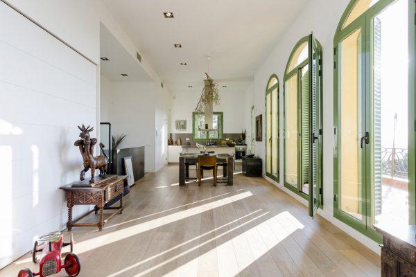COMEDOR COCINA 600x400 - Acogedora casa en lo más alto de las montañas de Barcelona
