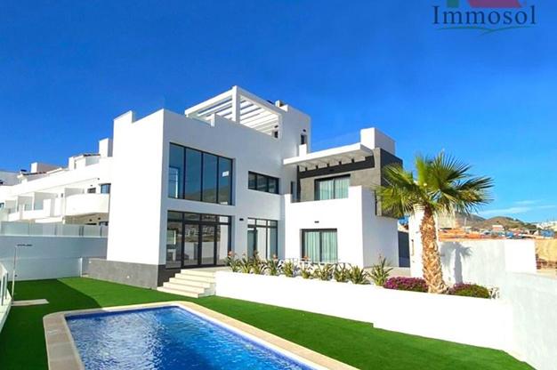 Chalet en venta Benidorm - La casa perfecta es esta villa de lujo en Benidorm con piscina, jardín, solarium y mucho más