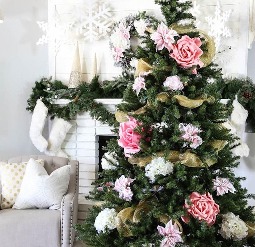 ClassyClutter1 - Decorar el árbol de navidad con flores: un ambiente fresco con un resultado espectacular