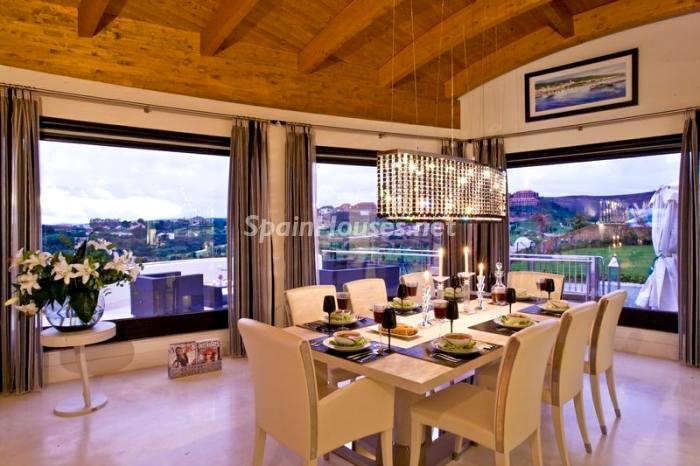 Comedor con estupendas vistas - La Casa de la Semana, villa de lujo en Marbella