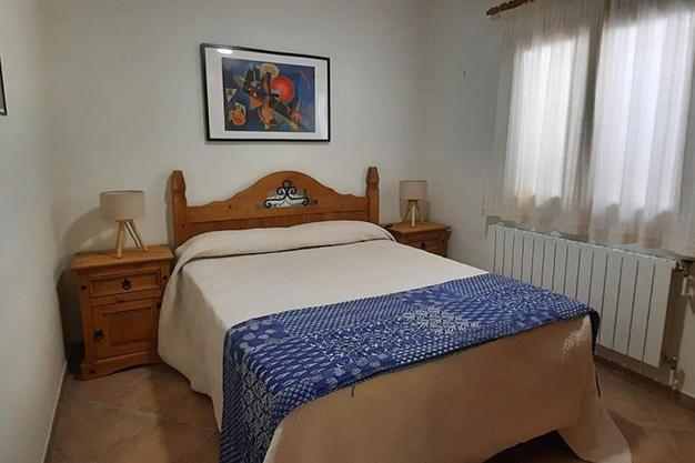 DORMITORIO 1 3 - Despierta cada día con vistas al mar y la montaña en esta villa de campo en Málaga
