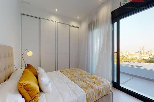 DORMITORIO 1 5 - La casa perfecta es esta villa de lujo en Benidorm con piscina, jardín, solarium y mucho más