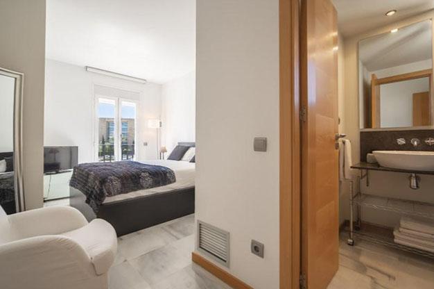 DORMITORIO 1 IBIZA 1 - No te podrás resistir a este apartamento en venta en Ibiza: bien situado y con terraza y piscina