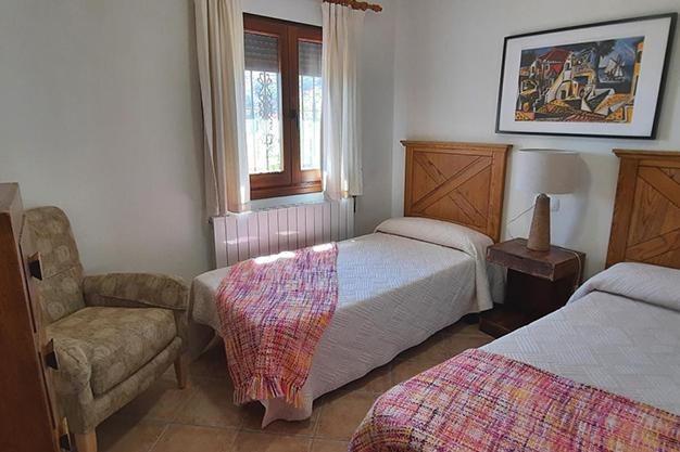 DORMITORIO 2 3 - Despierta cada día con vistas al mar y la montaña en esta villa de campo en Málaga