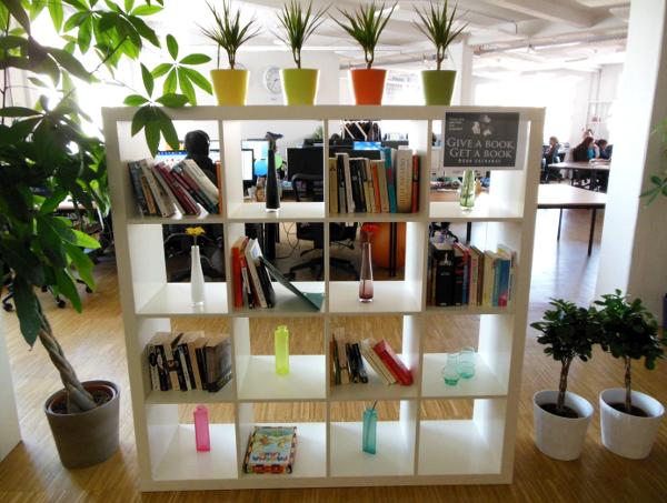 Decoración departamento de oficina de Shop a Man1 - Las oficinas de eDarling se cubren de colores y creatividad