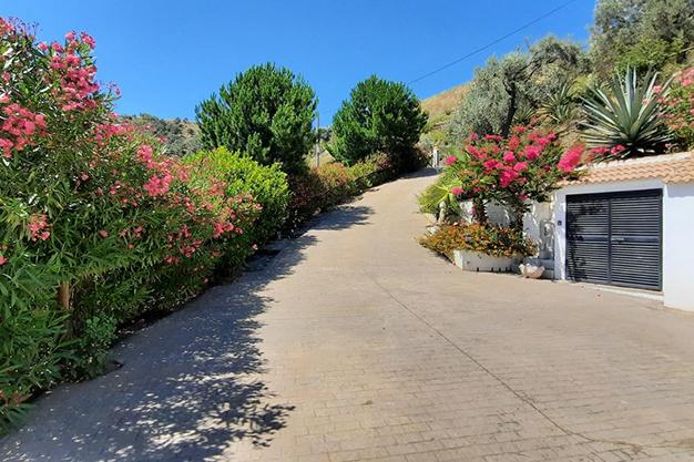 ENTRADA SAYALONGA - Despierta cada día con vistas al mar y la montaña en esta villa de campo en Málaga