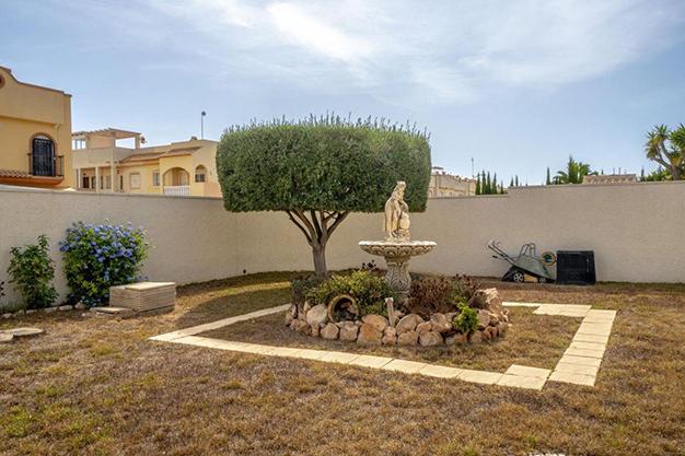 FUENTE ALICANTE - Disfruta todo el año del buen clima con esta exclusiva villa en Alicante