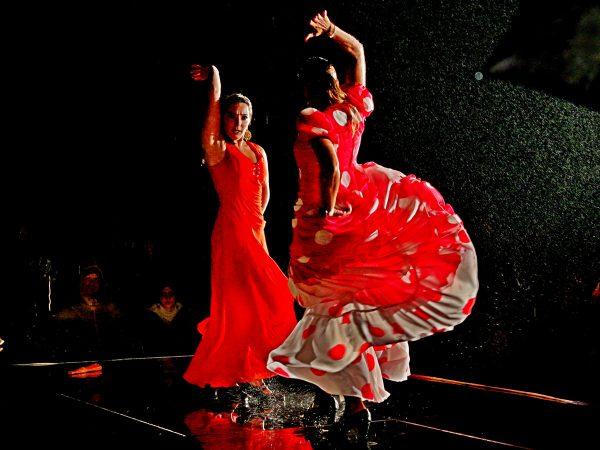 Flamenco im Regen 600x450 - Las mejores fiestas para visitar Andalucía este verano 2018