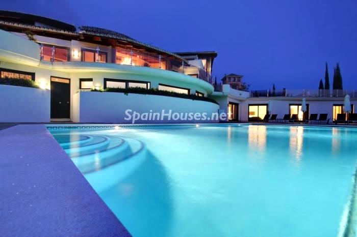 Gran piscina para una noche de verano...