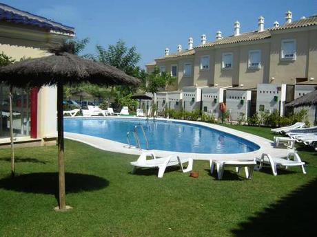 Islantilla Huelva - A la caza de gangas: 8 bonitas casas con piscina y jardín por menos de 125.000 euros