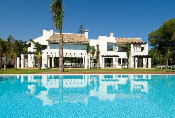 MARBELLA ESTILO MODERNO 1 e1521625509376 600x404 - El estilo decorativo definitivo lo tiene esta lujosa villa en Marbella