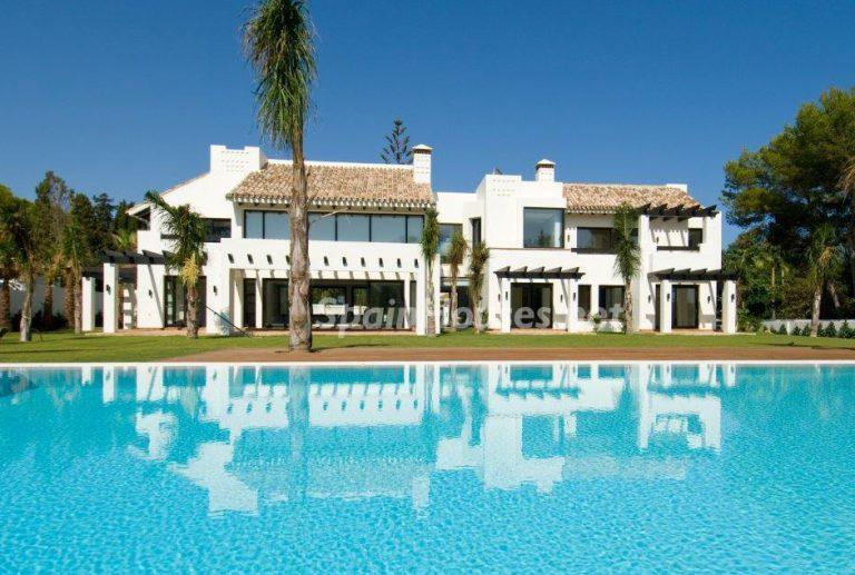 El estilo decorativo definitivo lo tiene esta lujosa villa en Marbella