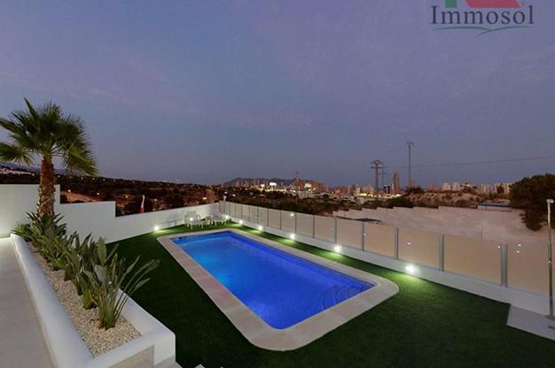 PISCIN BENIDORM - La casa perfecta es esta villa de lujo en Benidorm con piscina, jardín, solarium y mucho más