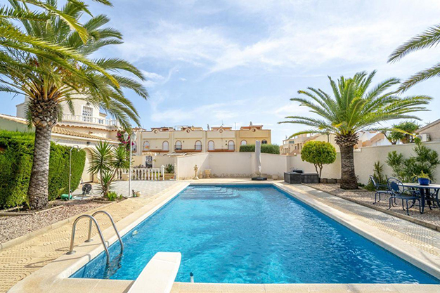 PISCINA ALICANTE 3 - Disfruta todo el año del buen clima con esta exclusiva villa en Alicante