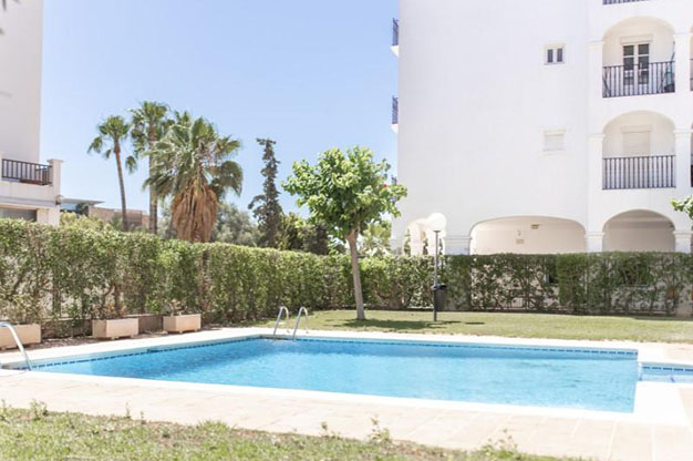 PISCINA IBIZA - No te podrás resistir a este apartamento en venta en Ibiza: bien situado y con terraza y piscina