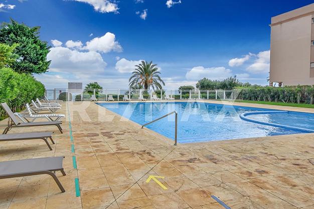 PISCINA IBIZA4 - ¿Sueñas con un piso de lujo en Ibiza junto al mar?