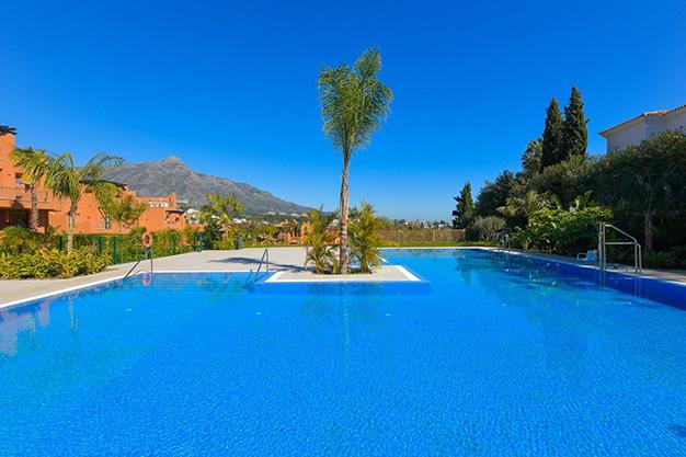 PISCINA MARBELLA - Este apartamento en venta en Marbella es el hogar perfecto para vivir en un entorno natural único y ser feliz