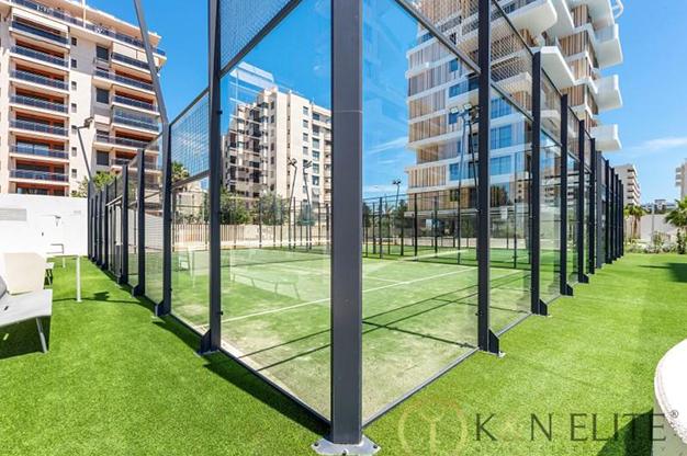 PISTA PADDLE ALICANTE - Descubre este piso junto a la playa en Alicante, ideal para aquellos que buscan un espacio moderno y cómodo