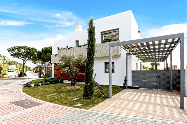 PLAZA GARAJE - Disfruta de la naturaleza y el mar en esta villa de lujo en Benalmádena (Málaga)