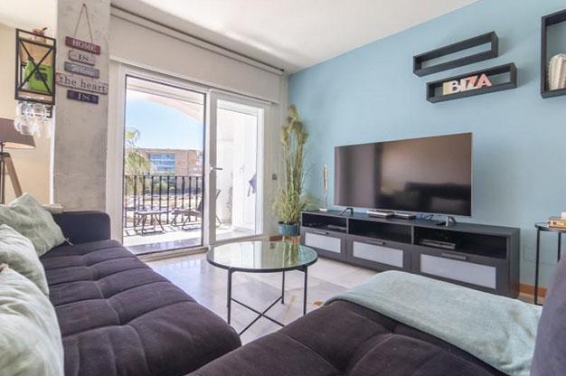 PRINCIPAL IBIZA 2 - No te podrás resistir a este apartamento en venta en Ibiza: bien situado y con terraza y piscina