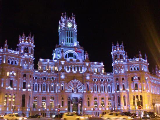 Palacio de Telecomunicaciones Ayuntamiento Madrid. 1 de abril - Los edificios más emblemáticos de España se tiñen de azul en el Día Mundial del Autismo