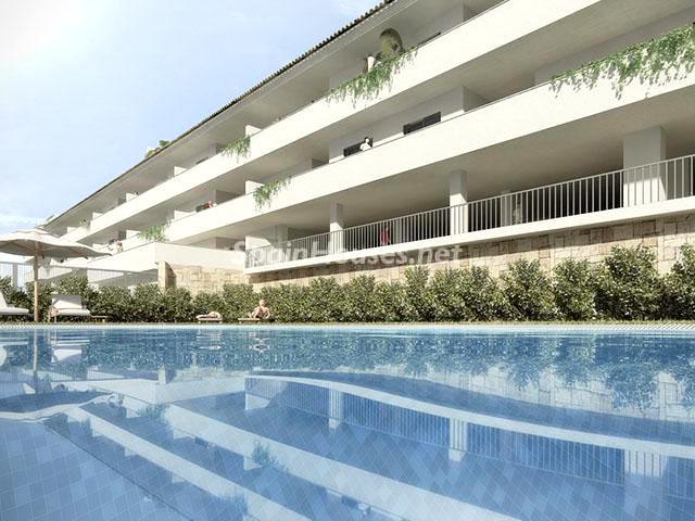 Piscina de piso en venta en Fuengirola1 - Bonito piso a estrenar en Fuengirola, Málaga